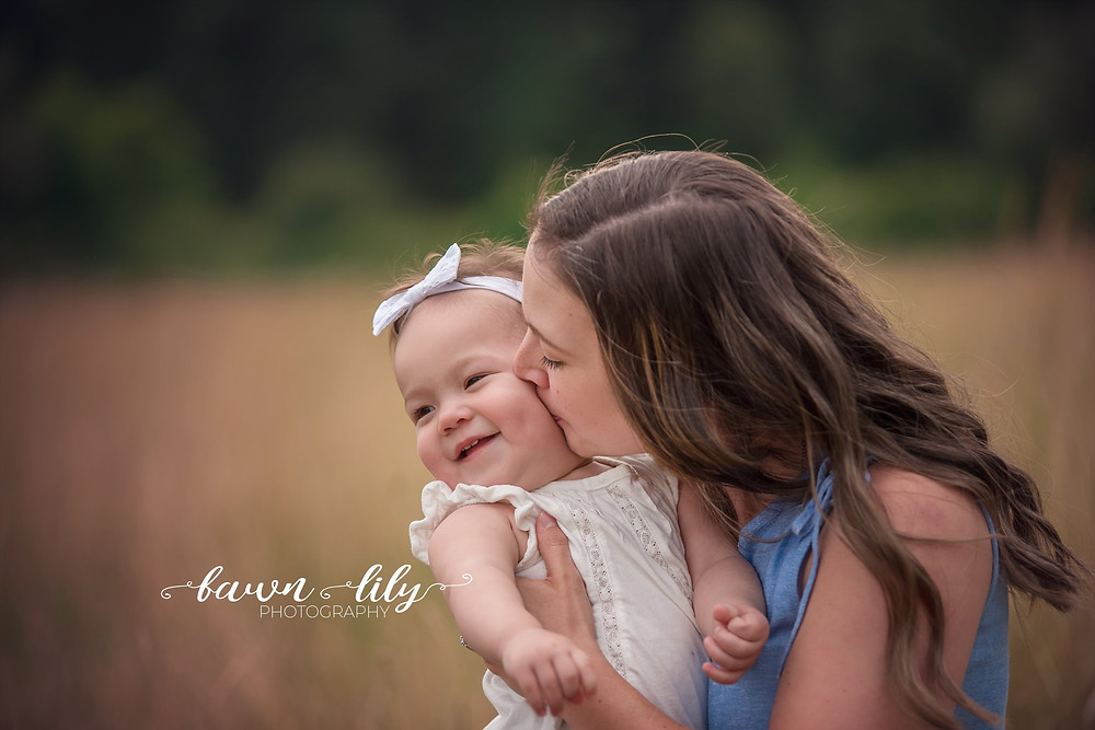 Kisses from mommy, Sidney BC family photographer, Victoria photographer, Family photos