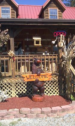 Alonzo Montoya Chainsaw Carved Bear 17.jpg