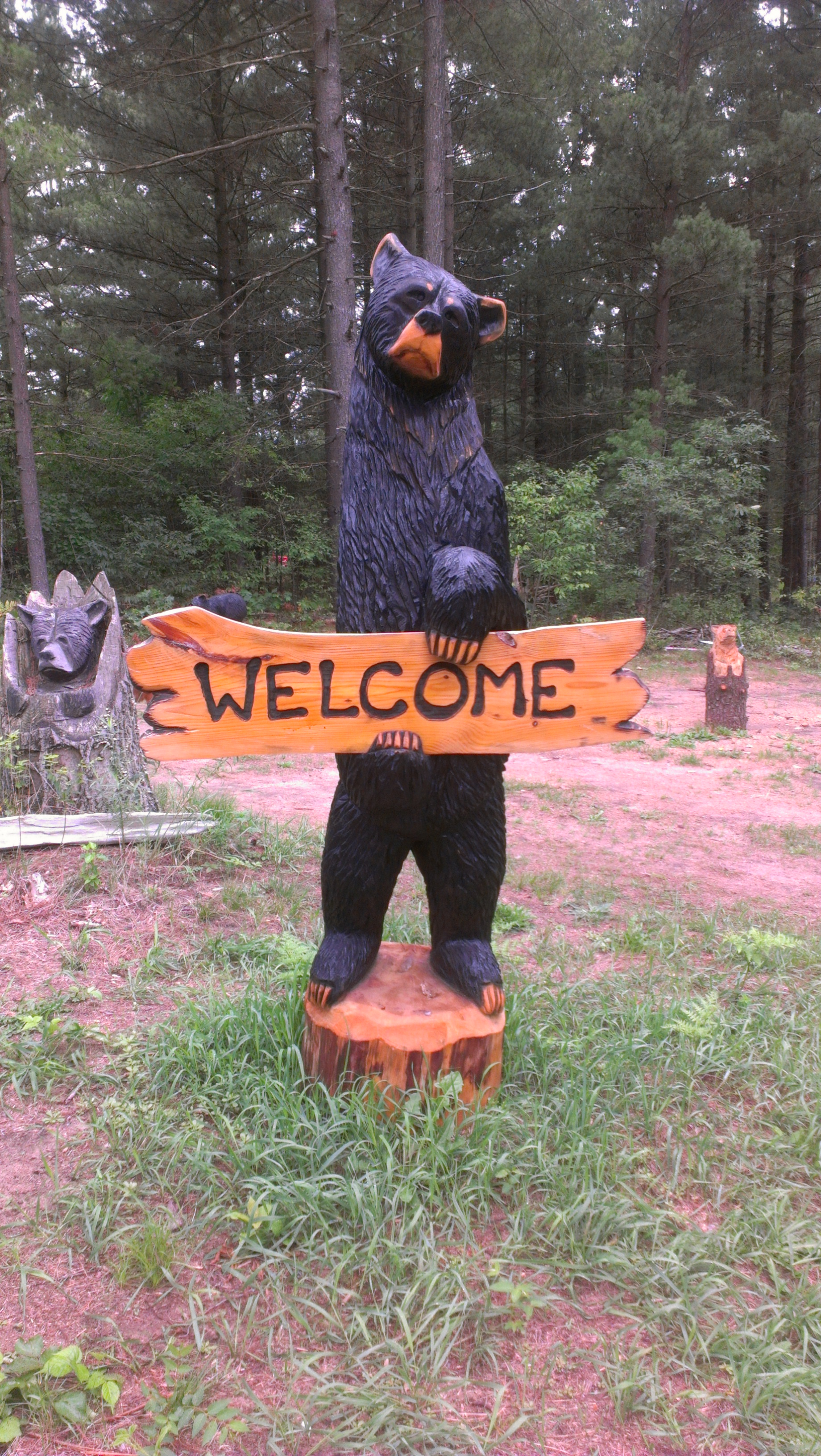 Alonzo Montoya Chainsaw Carved Bear 2.jpg