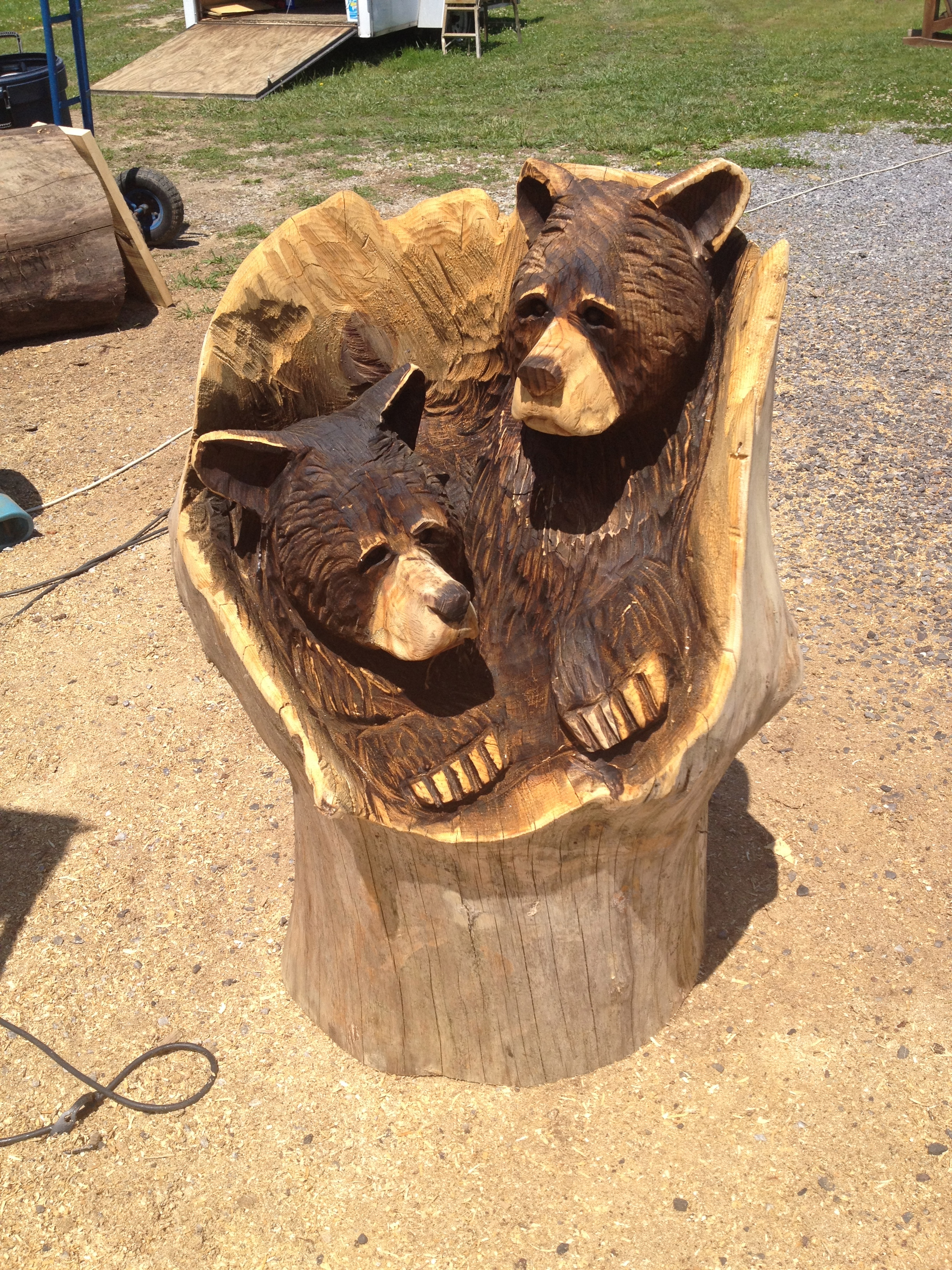 Alonzo Montoya Chainsaw Carved Bear 9.jpg