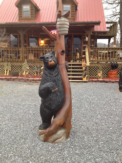 Alonzo Montoya Chainsaw Carved Bear 5.jpg