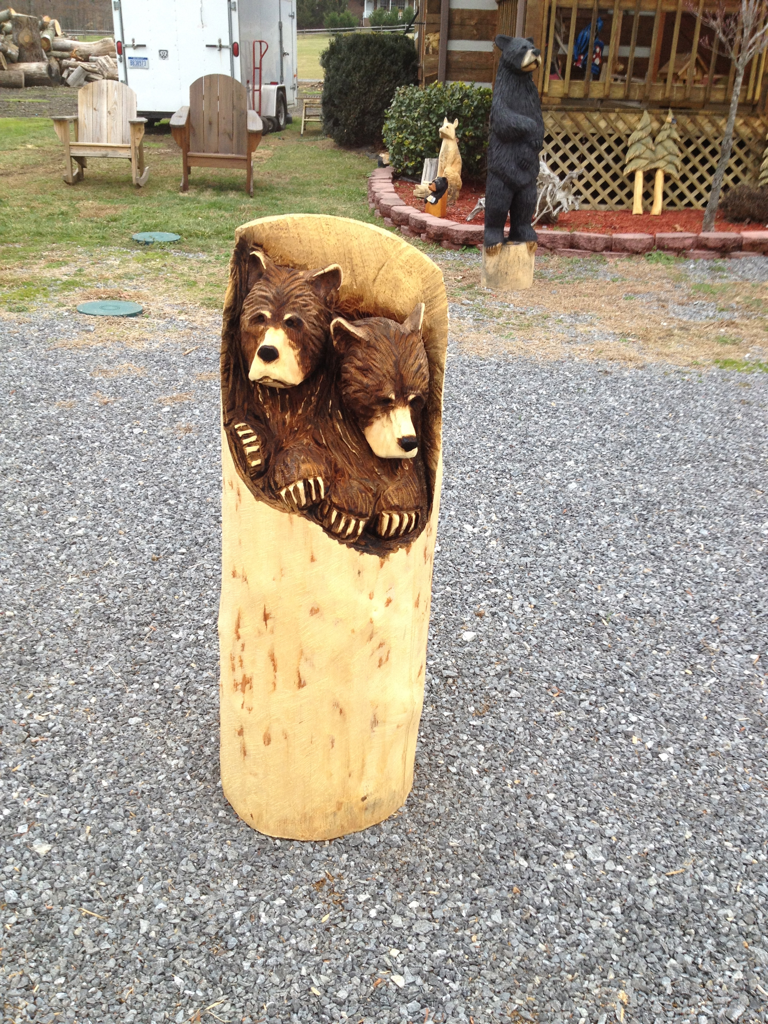 Alonzo Montoya Chainsaw Carved Bear 16.jpg