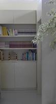 棚には、少しだけの本