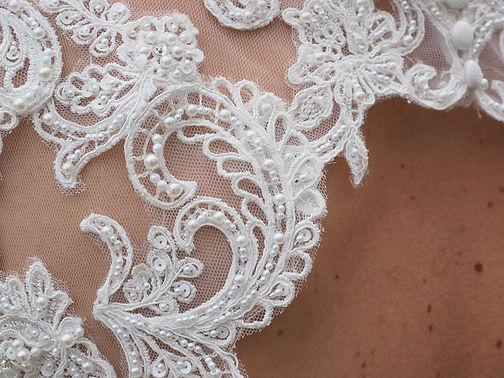 wedding-dress-1174168_1920.jpg