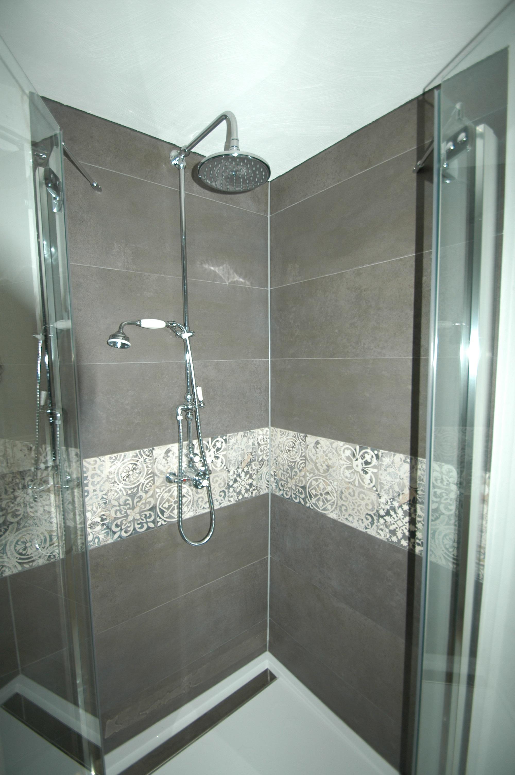 neue Dusche mit Echtglas-Drehtüren