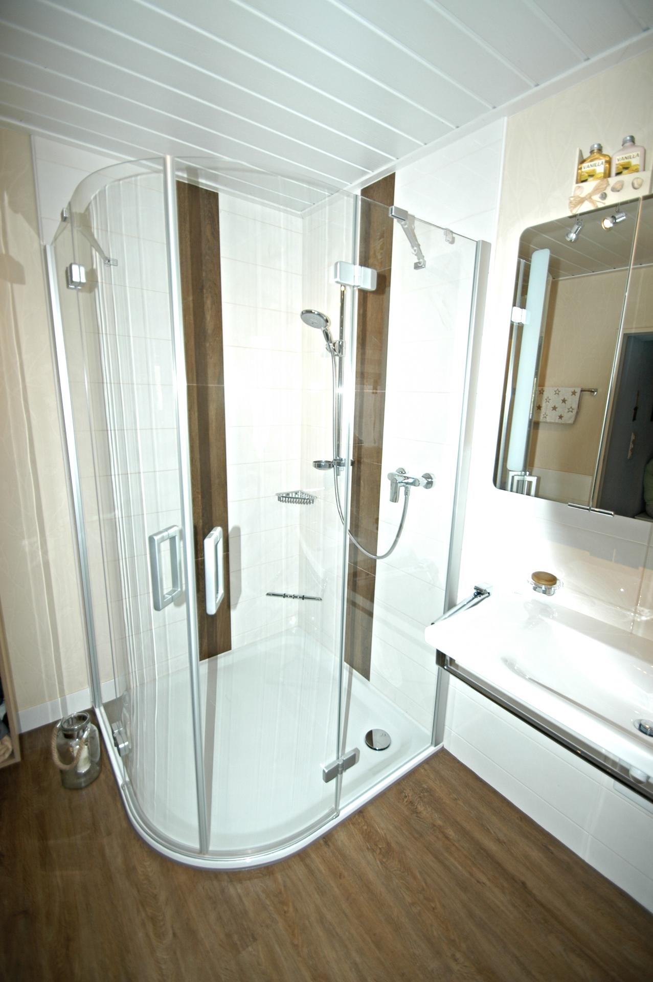 reichlich Platz zum Duschen