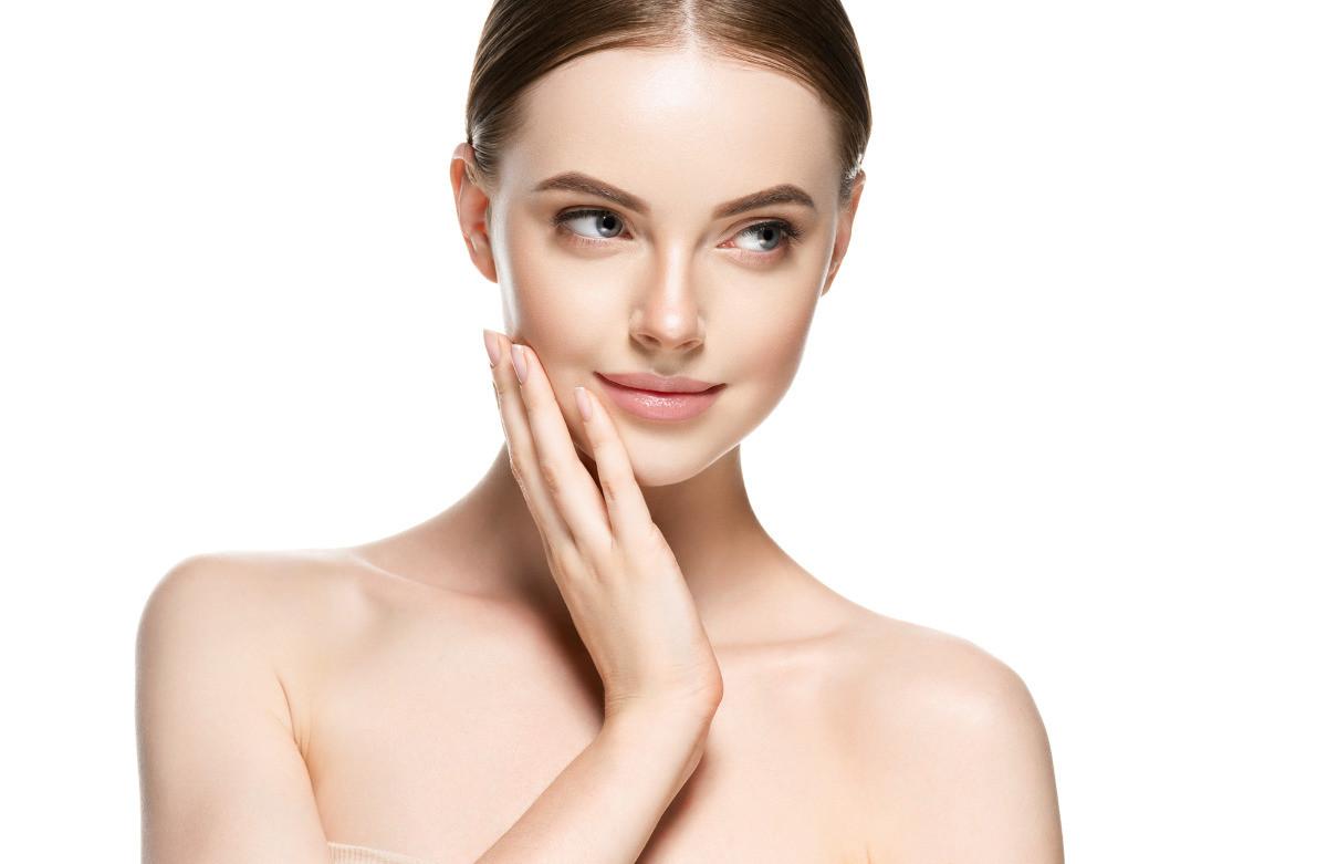 Naturzl makeup woman portrait beauty healthy skin care concept_edited.jpg