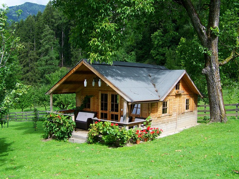 small-wooden-house-906912_640.jpg