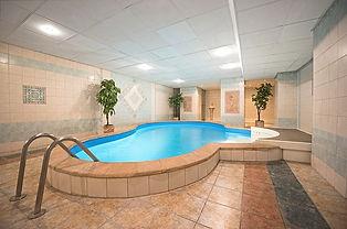 pool-3001205_640.jpg