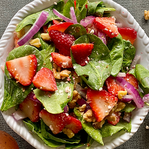strawberry-spinach-and-walnut-salad.png