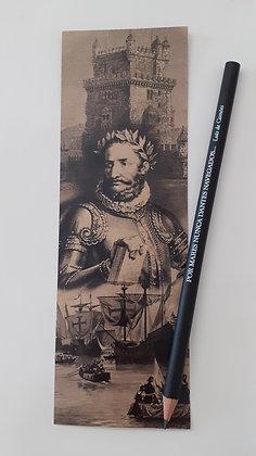 Lápis com marcador de livro Luís Vaz de Camões