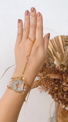 Agate Slice & Moon Charm Hand-Chain