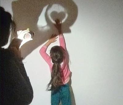 DIY: juego de sombras con cono de papel higiénico