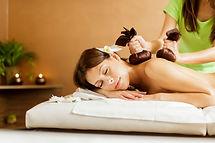 Kräuterstempel Massage.jpg