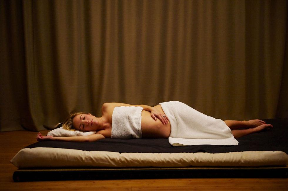 schwanger massage.jpg