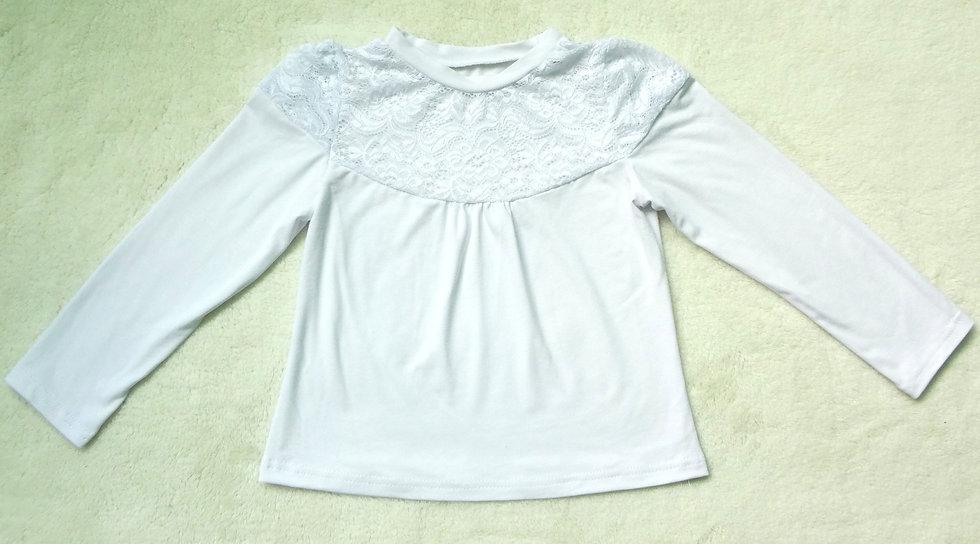 Блуза с кружевом на груди