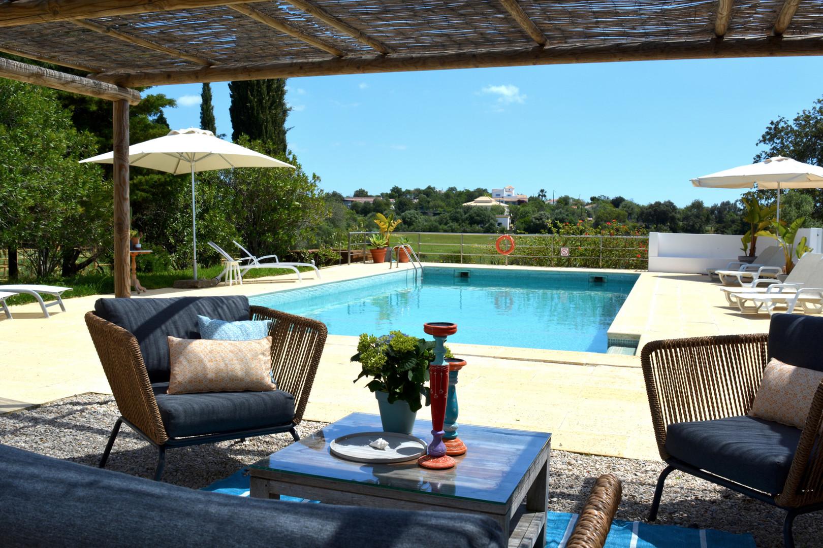 lounge & swimming pool