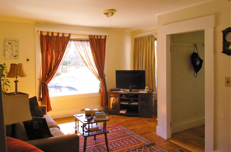 sunnylivingroom1.jpg