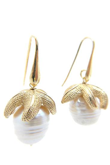 Orecchino stella marina in argento 925 dorato e perla naturale acqua dolce.