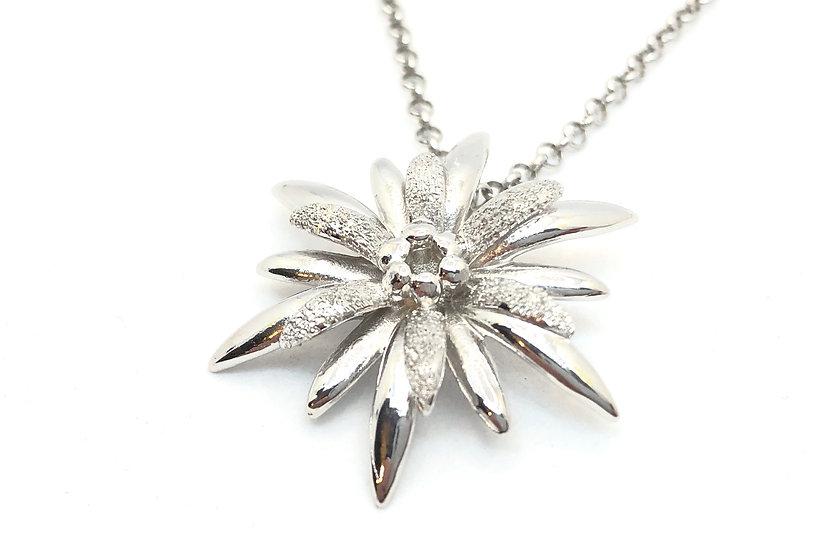 Collana Edelweiss lucida e diamantata.