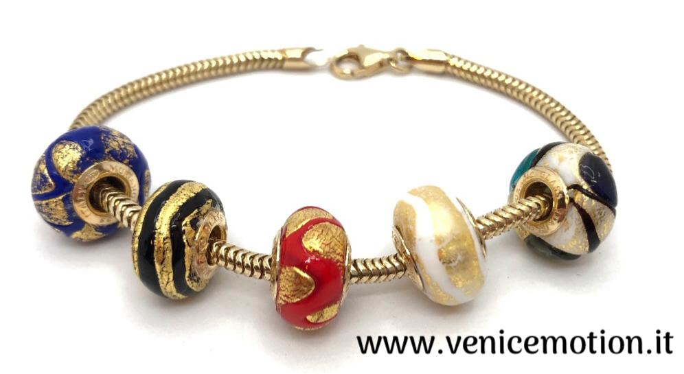 Bracciale con perle originali in vetro Veneziano con foglia d'oro e polvere d'argento