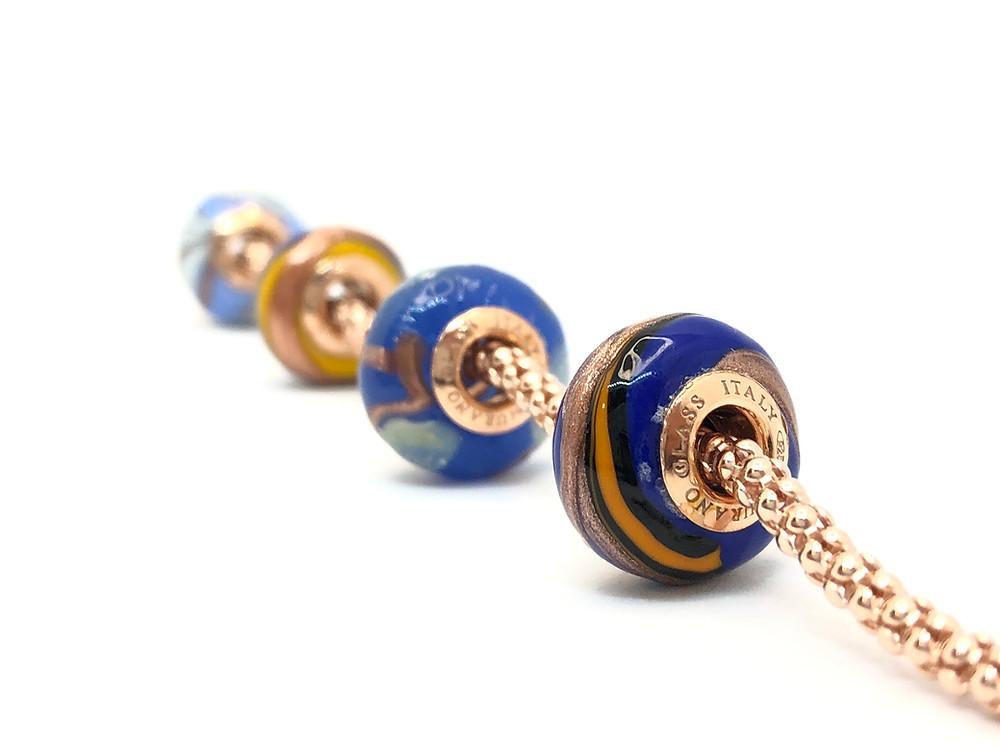 Perle in vetro originale Veneziano con Oro in polvere e foglie d'argento 925, completamente artigianali.