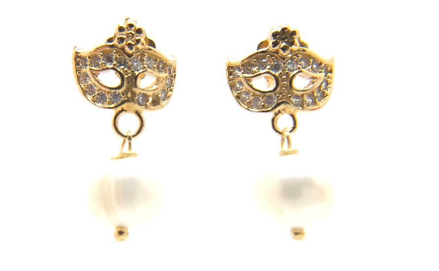 Orecchino Colombina veneziana in argento 925 dorato, con zirconi bianchi incastonati a mano e perle naturali.