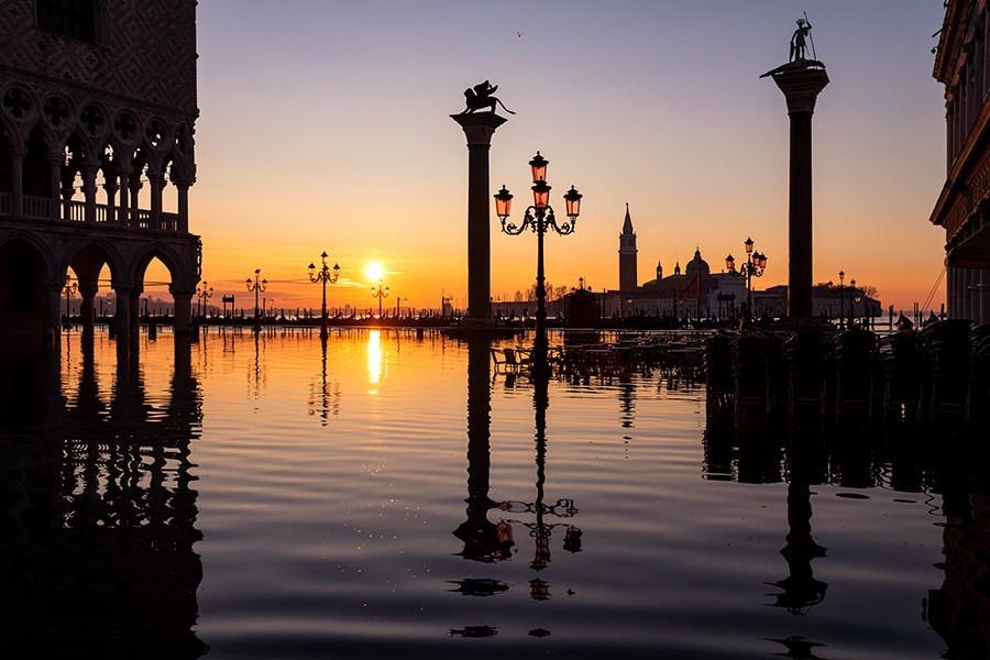 Veduta di piazzetta San Marco con alta marea.