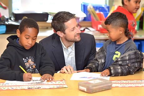 Jonathan Osler Talks with Students During Classroom Visit