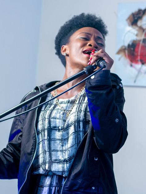 woman-s-singing-3388899.jpg