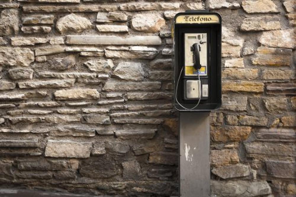 Phone booth   Image courtesy of Pixabay.