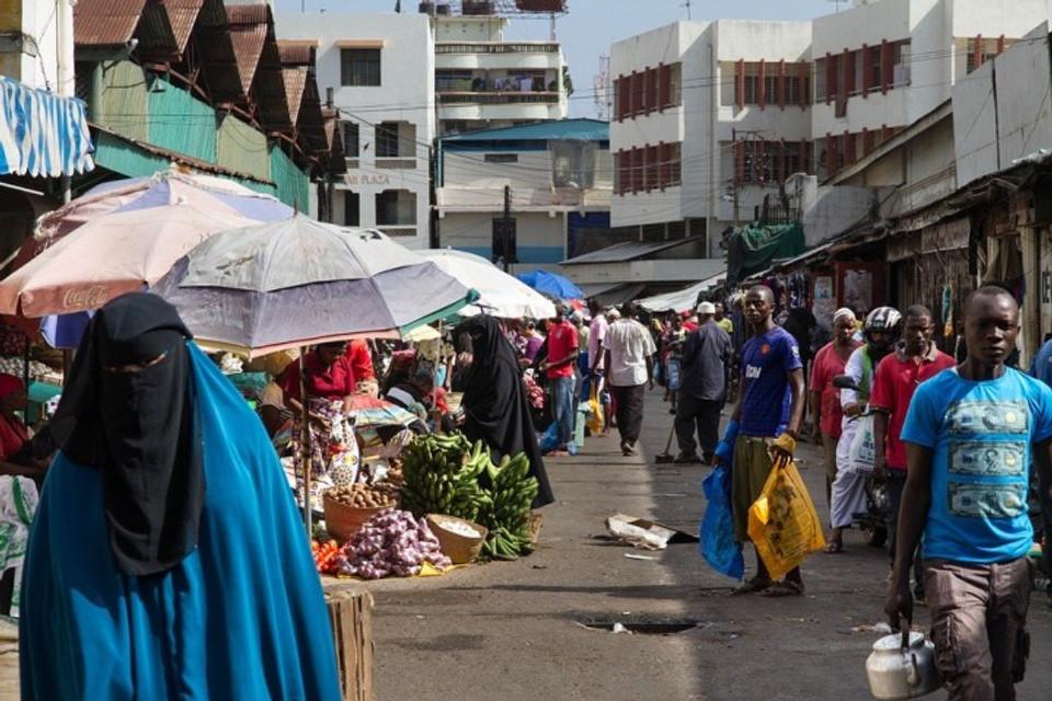 Street vendors in Kenya | Image courtesy of Pixabay