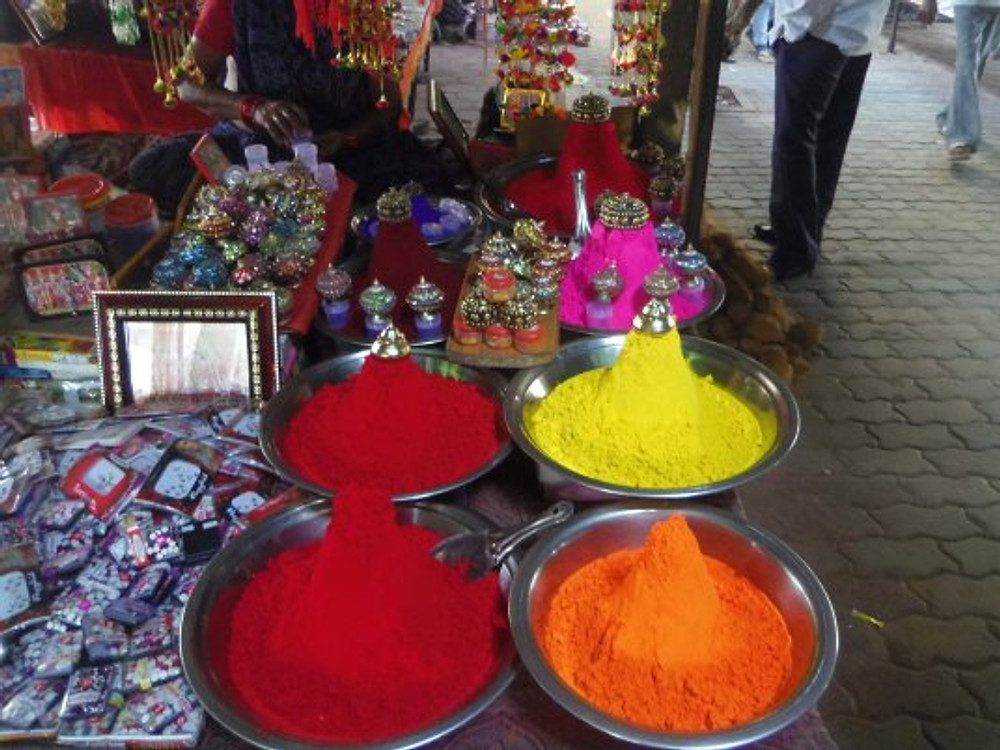 Orchha market and its colorful beauty products.