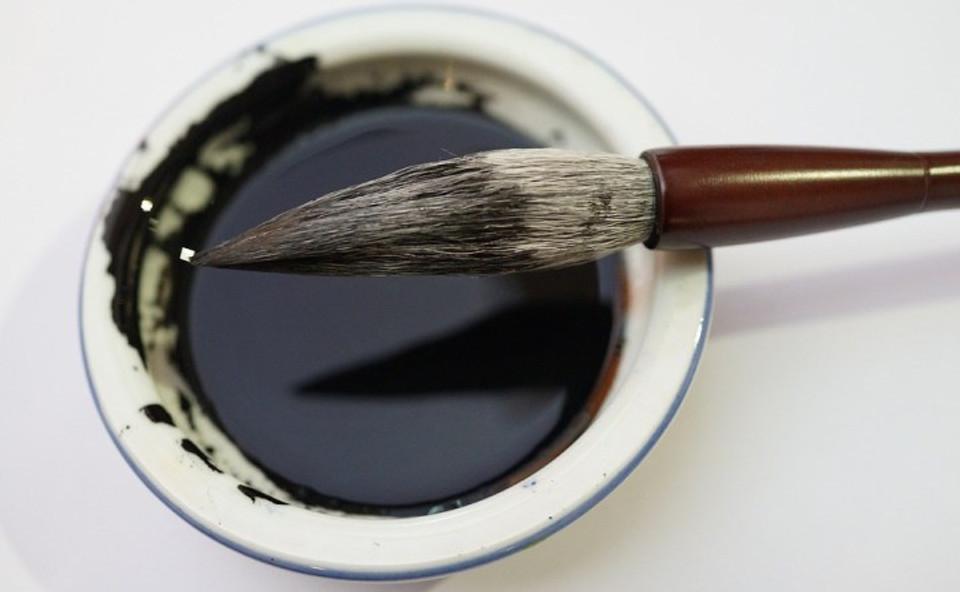 Chinese calligraphy brush   Image courtesy of Pixabay.