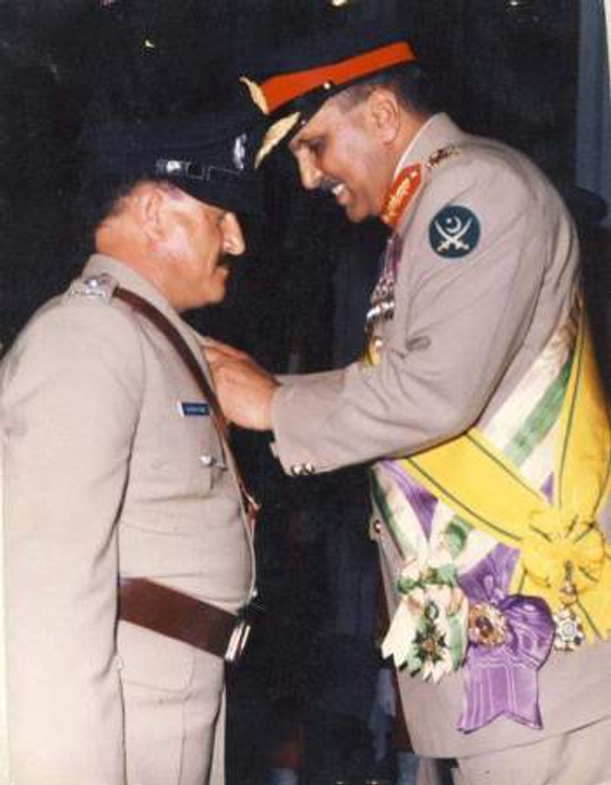 Receiving Tamgha-e-Sujat from the president of Pakistan, 1985.