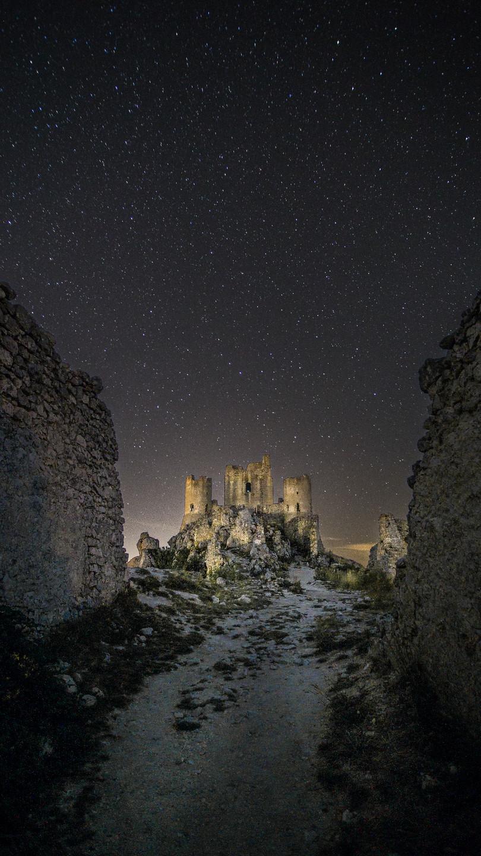Rocca Calascio sotto le stelle - Foto di Pietro Camardella