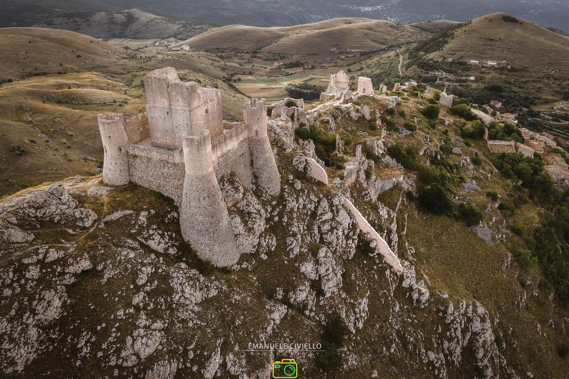 Rocca Calascio - Panoramica dall'alto foto di Emanuele Civiello
