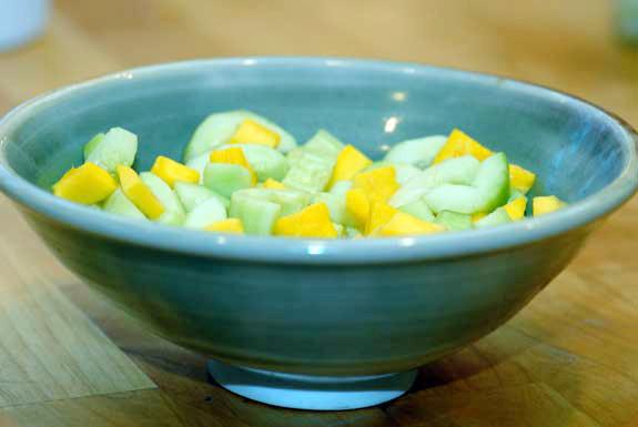 Ensalada de mango y pepino.jpg
