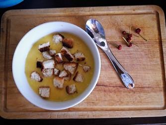 Царевична крем супа с парченца пилешко месо
