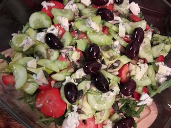 Зелена салата с...плодове и маслини