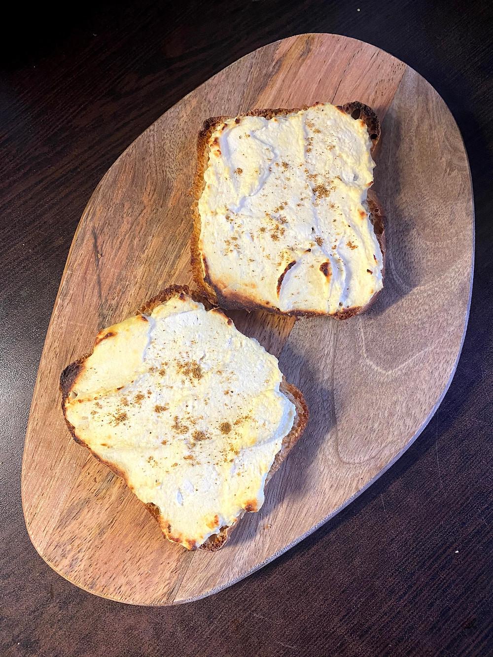 Ricotta eggs toast
