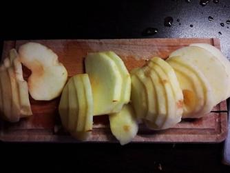 Ябълковият сладкиш на Йоли