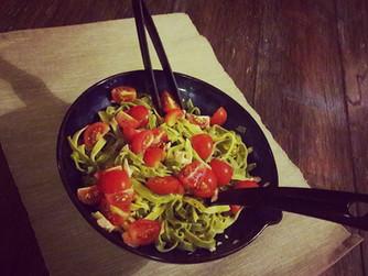Лесна, бърза и вкусна паста с лимон, сьомга и чери домати