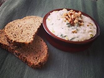 Тирокафтери - пикантна гръцка салата със сирене и люти чушки
