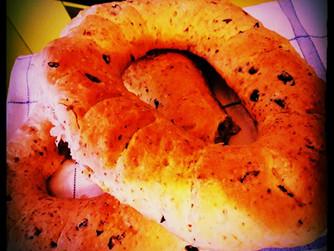 Селски хляб с маслини