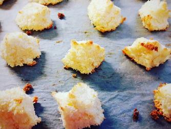 Кокосови снежни топки – най-бързите коледни сладки, които може да консумирате и през лятото