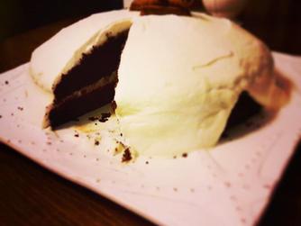 """""""Витош"""" много шоколадова торта с малини и лек крем от рикота и лимон"""