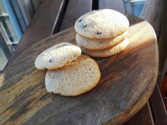 Ванилово-лимонови бисквити с парченца шоколад