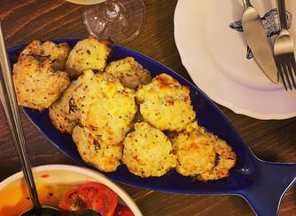 Сочни пилешки кюфтенца с топено сирене на фурна