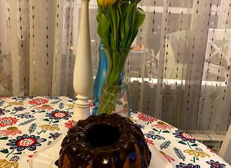 Класически кекс с компот от праскови